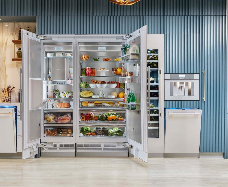 Thermador-36-inch-Master-Fridge-all-open-T36IR900SP_v003